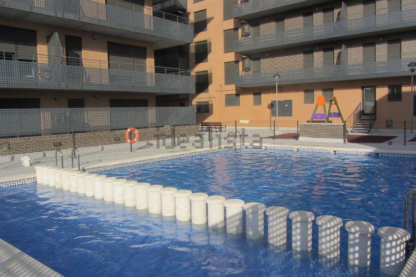 Los mejores pisos con piscina en alquiler idealista news - Pisos baratos de alquiler en zaragoza ...