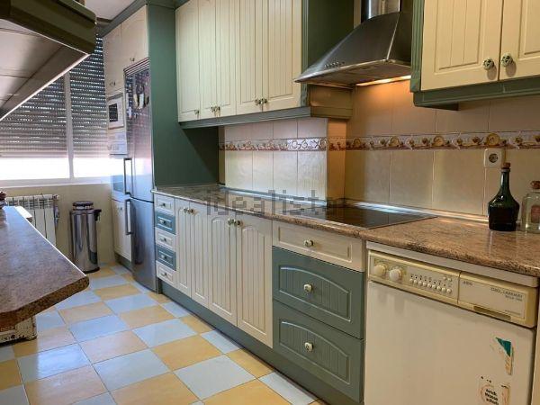 Imagen Cocina de piso en calle de Marcelino Álvarez, Ventas, Madrid