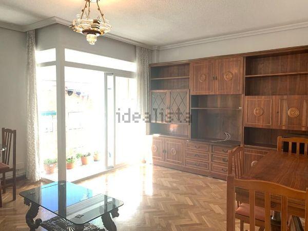 Imagen Salón de piso en calle de Arciniega, 21, Valdezarza, Madrid