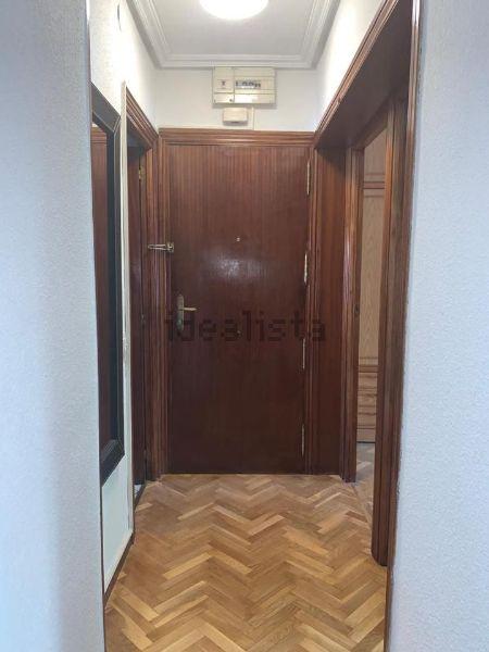 Imagen Pasillo de piso en calle de Arciniega, 21, Valdezarza, Madrid