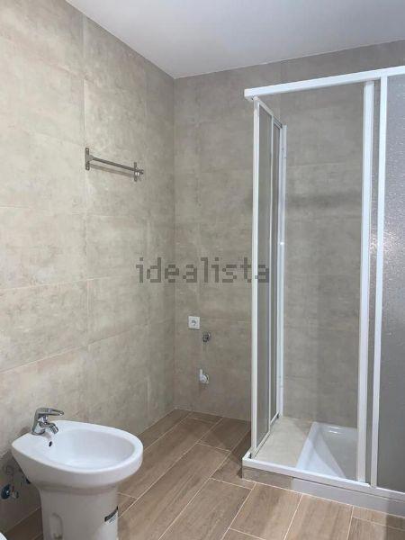 Imagen Baño de piso en calle Villardondiego, 25, Ambroz, Madrid