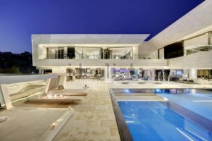 Casa independiente en Urbanización Cascada de Camojan, Marbella
