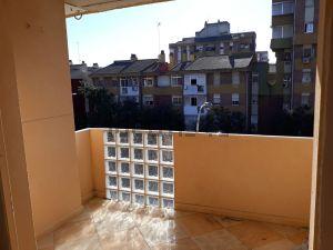 Piso en calle Manuel Fal Conde, Sevilla