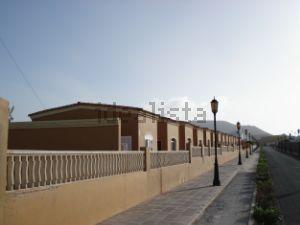 Chalet adosado en calle el Roque, 19