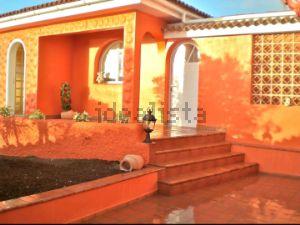 Casa independiente en urbanizacion los Naranjos, 34