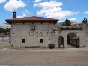 Casa de pueblo en calle Iglesia, 10