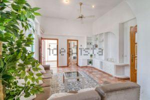 Casa independiente en calle Torres Blancas