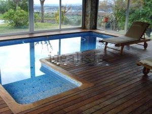 Casas con piscina cubierta y climatizada tu spa en casa idealista news - Piscinas la garriga ...