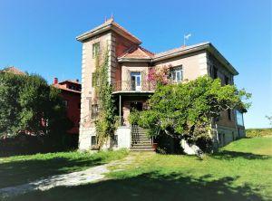 Casa independiente en calle Ricardo Cangas
