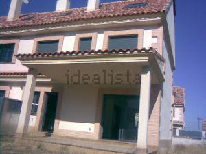 Chalet pareado en calle los Castaños, 9
