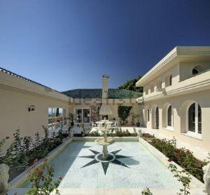 Casa independiente en urbanizacion santa clara golf
