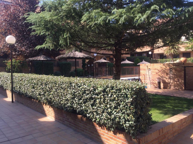 Imagen Jardín de dúplex en calle Gorrión, Sevilla la Nueva