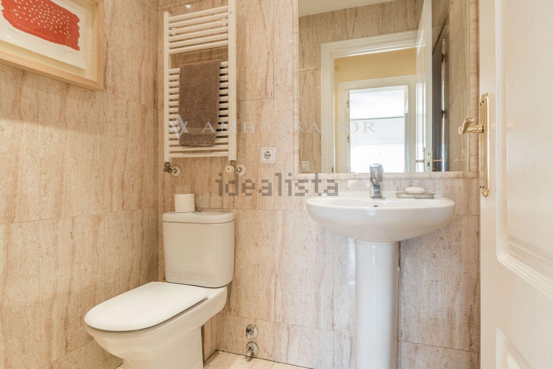 图片在马德里Chamartín的公寓浴室