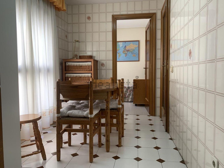 Imagen Salón de piso en calle Julio Palacios, 17, La Paz, Madrid