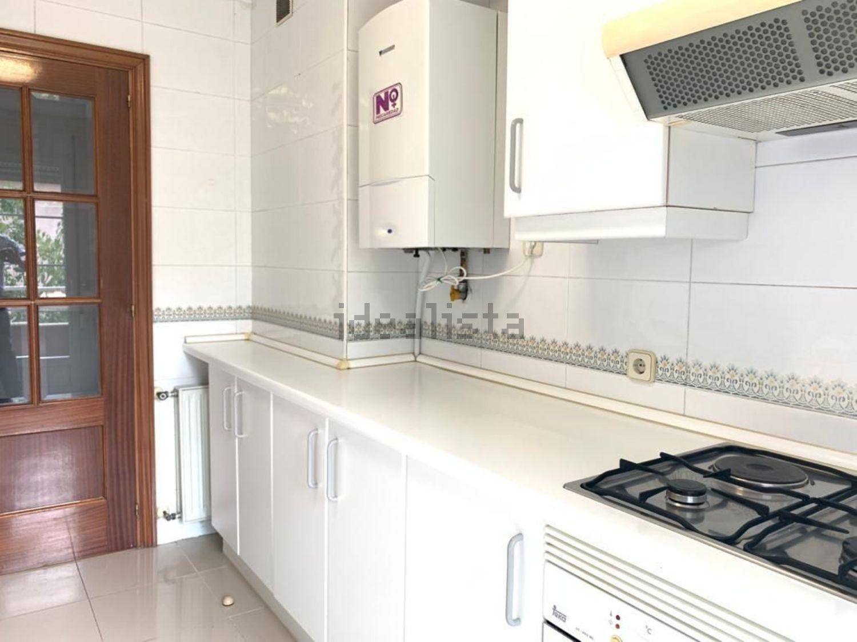 Imagen Cocina de piso en calle de Vital Aza, 35, Pueblo Nuevo, Madrid