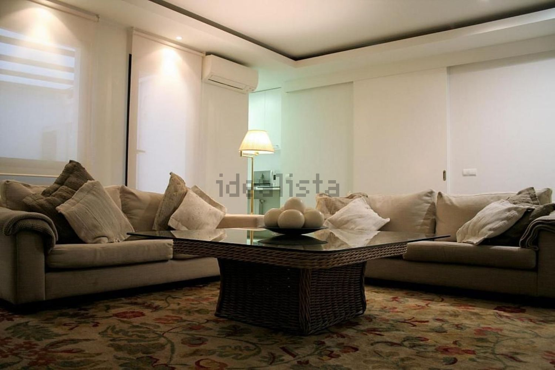 Imagen地板客厅在JoséOrtegay Gasset,Castellana,马德里的街道