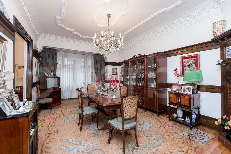 图片客厅位于毕尔巴鄂Ensanche-Moyua的ColondeLarreátegui街