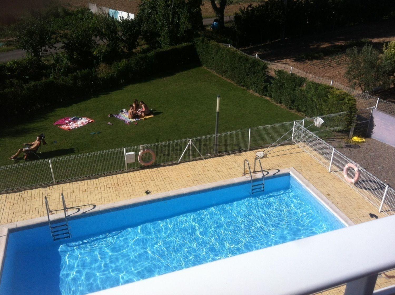 图像游泳池在里奥哈阿尔塔,拉里奥哈