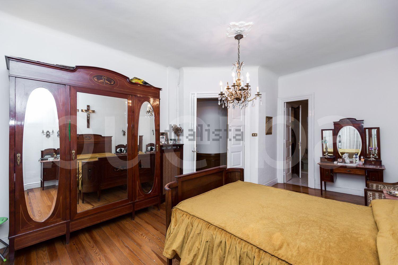 在毕尔巴鄂Ensanche-Moyua的Larreátegui街道Colon的地板室