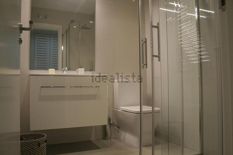 图片浴室地板在街道JoséOrtegay Gasset,Castellana,马德里