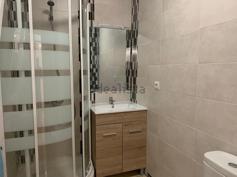 Imagen Baño de piso en calle Ariza, 130, Los Cármenes, Madrid
