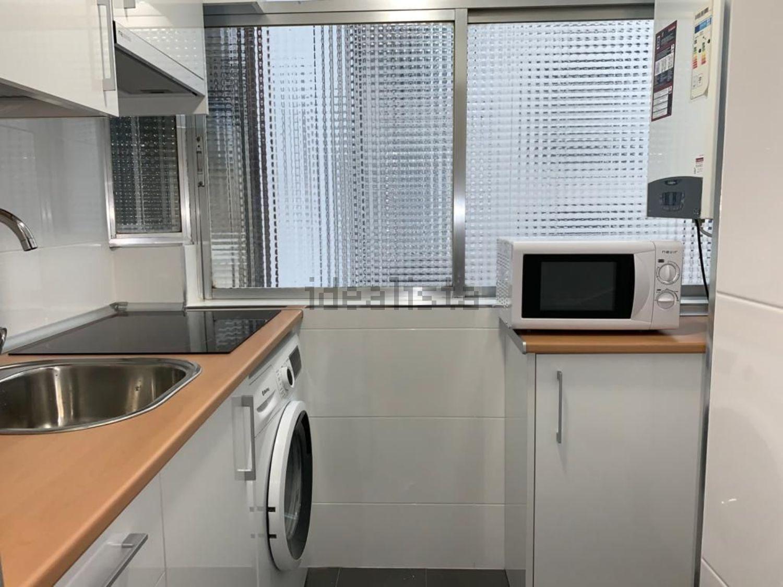 Imagen Cocina de piso en calle del Puerto de Maspalomas, 5, Pilar, Madrid