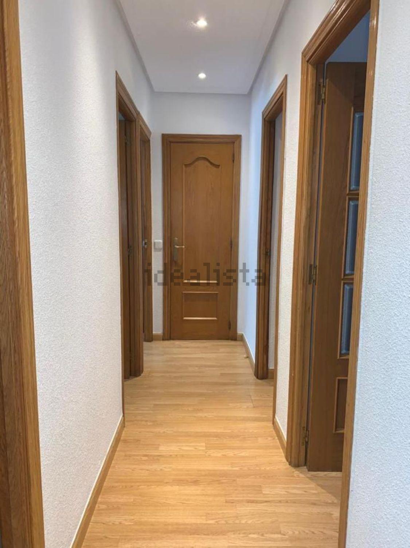 Imagen Pasillo de piso en calle de Lorca, 11, Pinar del Rey, Madrid