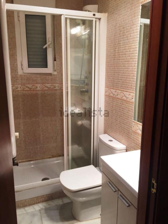Imagen Baño de piso en calle del Mesón de Paredes, 84, Lavapiés-Embajadores, Madrid