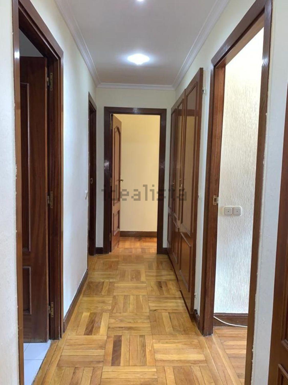 Imagen Pasillo de piso en calle de Orense, 32, Cuatro Caminos, Madrid