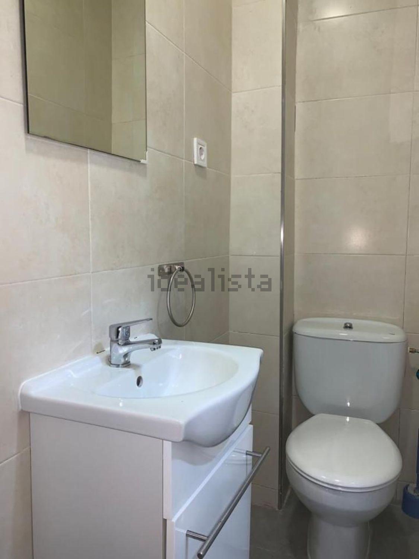 Imagen Baño de piso en calle de la Sierra de Meira, 33, Numancia, Madrid
