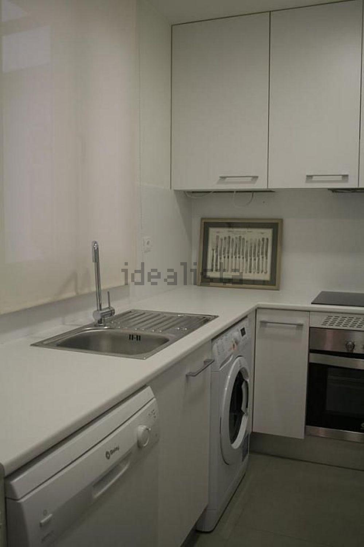 图像厨房地板在街道JoséOrtegay Gasset,Castellana,马德里