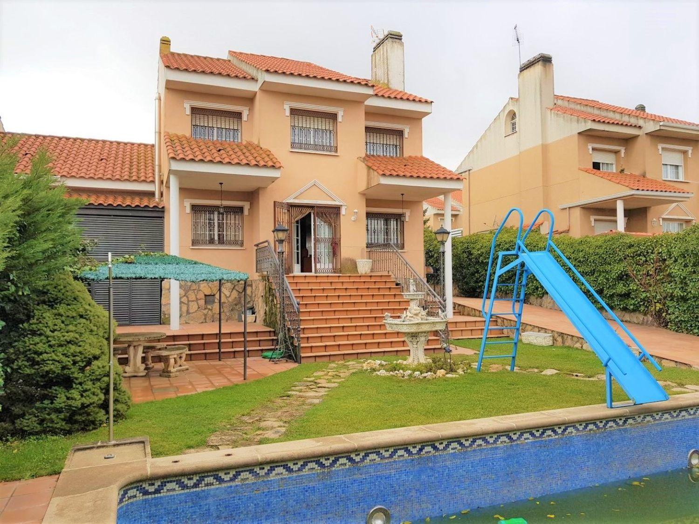 Piscina moraleja de enmedio chalet con piscina cerca de pezenas houses for rent in chalet - Casas en moraleja de enmedio ...
