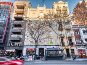 Casas Y Pisos Con Terraza Baratos En Les Corts Barcelona