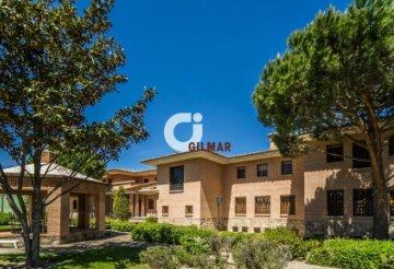 Casas Y Pisos Con Terraza En Boadilla Del Monte Madrid